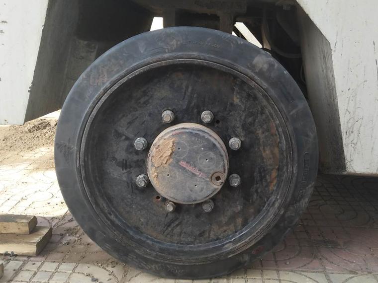 铣刨机实心轮胎